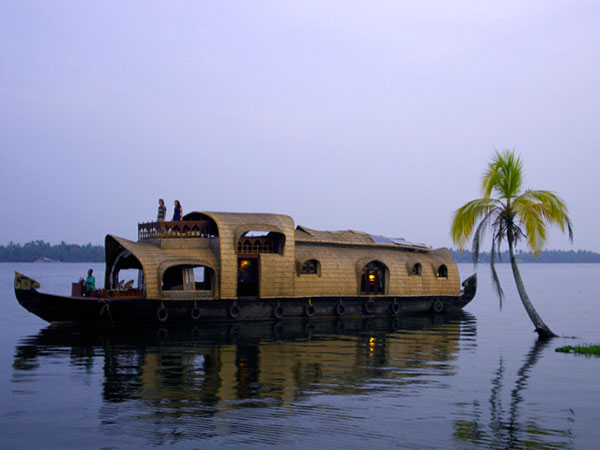Luxury Backwater Cruise in Kerala | Luxury Tour Packages | Luxury Houseboat | The Travel Planners