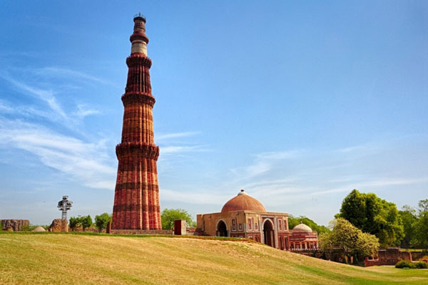 India Tour Package | Qutab Minar Tour | Luxury Accommodation | The Travel Planners
