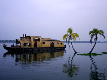 Luxury Houseboats in Kerala | Luxury Tour Packages in Kerala | The Travel Planners
